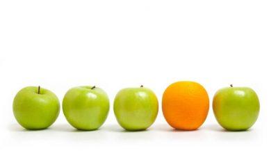 Bild für die Ausbildung Energetisches Coaching NLP in Stuttgart. 5 grüne Äpfel, dazwischen eine Orange
